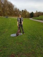 Training mit Theo am Stall.