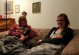 Beim gemütlichen Filmabend hat Dante sich zum ersten Mal zu meiner Schwiegermama gekuschelt. :-D